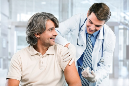 Medico con paziente in ospedale