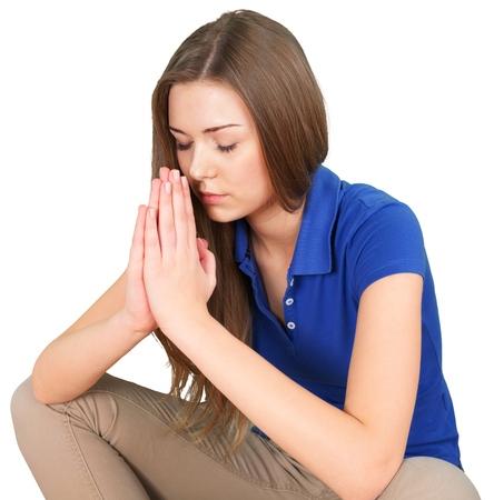 Mujer joven rezando aislado sobre fondo blanco. Foto de archivo