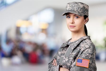 Retrato de mujer soldado del ejército estadounidense