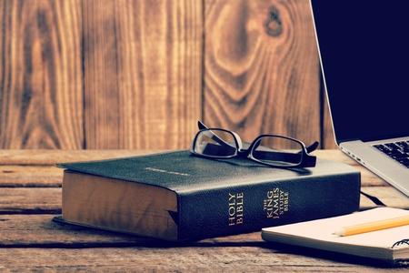 Study Bible online concept Banque d'images