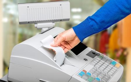Caisse enregistreuse avec écran LCD et ouvrier