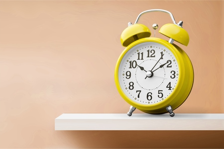 Yellow alarm clock on white backgroundYellow alarm Reklamní fotografie