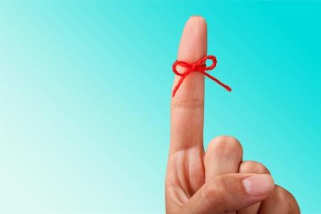 Arc de corde sur le pointage du doigt