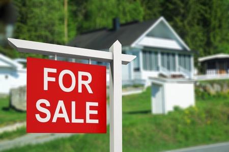 Immobilienschild vor neu