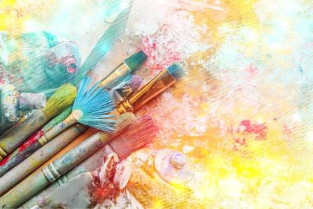 Rij van kunstenaar penselen op achtergrond