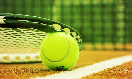 Tennis game. Tennis ball and racket on court background Banco de Imagens