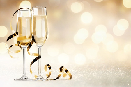 Close up Champagne bubbles in glass on black background Banco de Imagens - 124599670