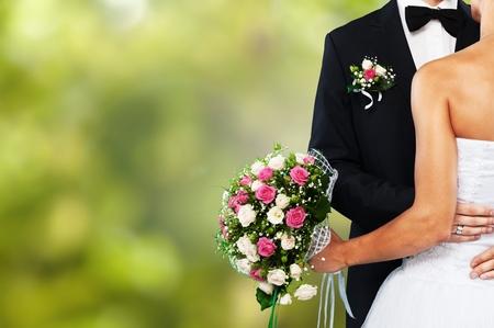 Glückliches gerade verheiratetes junges Paar