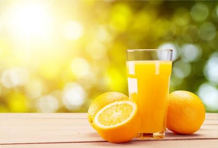Orange juice and slices of orange on background Imagens - 124597442