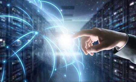 SAP - Software per l'automazione dei processi aziendali. Concetto di sistema di pianificazione delle risorse aziendali ERP sullo schermo virtuale. - Immagine