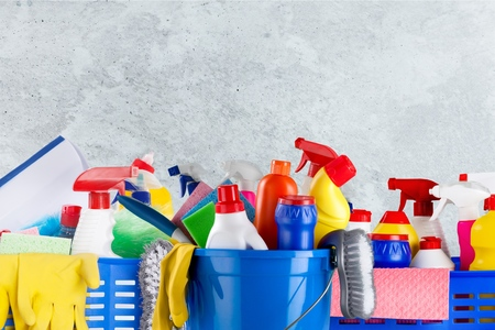 Flat lay composition with cleaning supplies for dish washing and space for text on marble background Zdjęcie Seryjne - 124556222
