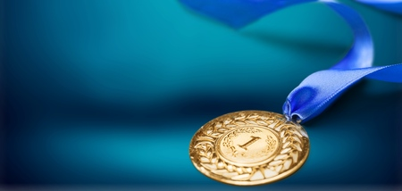 Gold medal with  ribbon  on  background Stok Fotoğraf - 124554542