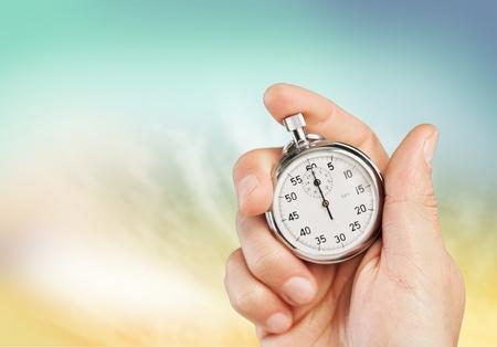 alter Chronometer in der Hand