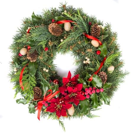 Weihnachtskranz lokalisiert auf Weiß
