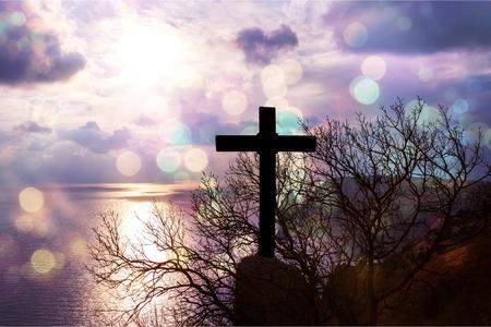 Christus Jezus concept: kruis in de ochtend bij zonsopgang - Afbeelding