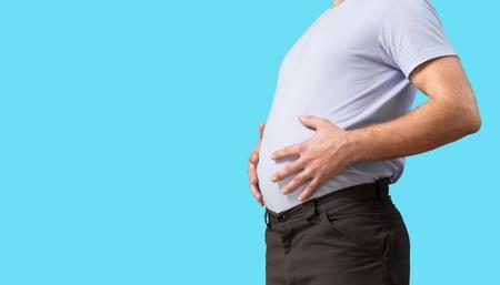 Homme au gros ventre. Perdre du poids concept.