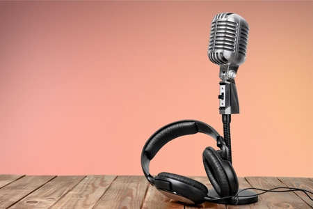 Retro style microphone and headphones on  background Фото со стока