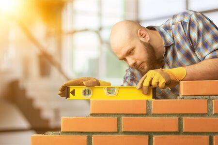 Travailleur de maison de couche de construction de maçonnerie de ciment de maçon Banque d'images