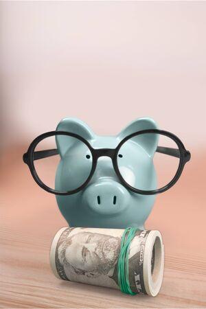 Piggy bank on wooden desk Banco de Imagens