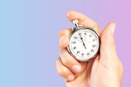 Chronomètre gros plan dans la main de l'homme, minuterie