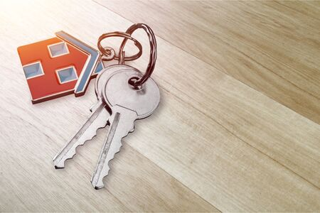House keys with trinket on wooden background 版權商用圖片