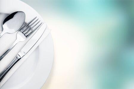 Cubiertos. Tenedor, cuchara y cuchillo aislado en blanco Foto de archivo