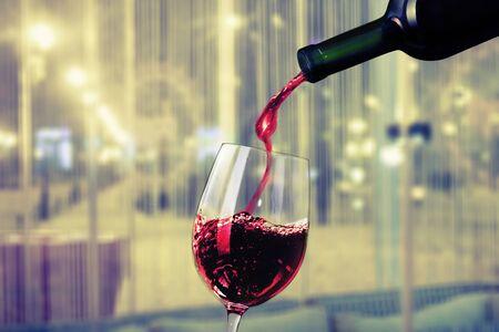 Bicchiere di vino rosso su sfondo Archivio Fotografico