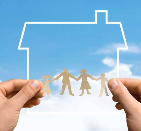 Paper family in hands with home on blue background welfare concept Banque d'images - 125048795