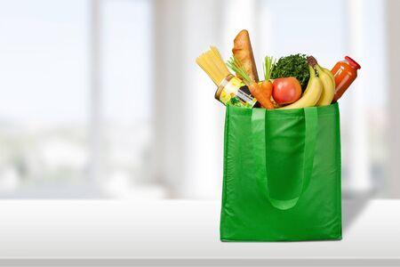 Full shopping bag, isolated over background Imagens