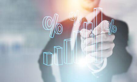 Globale Netzwerkverbindung der Geschäftsmannhandberührungsikone auf Franchise-Marketing-System. Marktzweig und Kunde. Modernes Technologiegeschäft. Standard-Bild