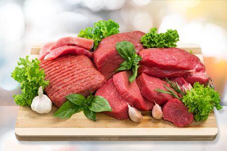 Viande crue fraîche sur fond d'arrière-plan