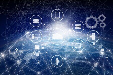 Concept de plate-forme de gestion des données (DMP). Un homme d'affaires pointe du doigt l'infographie des textes et des icônes de la technologie omnicanal avec connexion globe et bâtiment bleu. Concept de marketing et de CRM.
