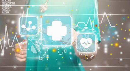 Innowacyjne technologie w medycynie. Integracja innowacyjnych technologii informatycznych w opiece zdrowotnej. Lekarz dotknął tekstu ikony innowacyjnych technologii na wirtualnym ekranie. Big Data, Chmura, AI, Mikrochip.