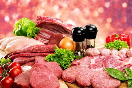 Sfondo di carne cruda fresca con verdure Archivio Fotografico