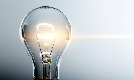 Ampoule jaune rougeoyante, concept idée busienss
