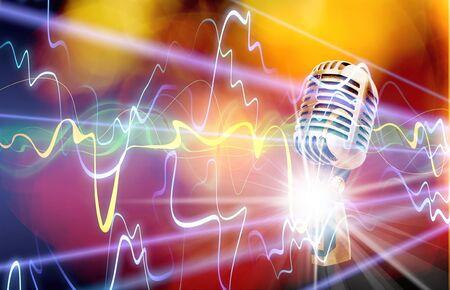 ¡Cantemos! Micrófono retro con estilo sobre un fondo de color