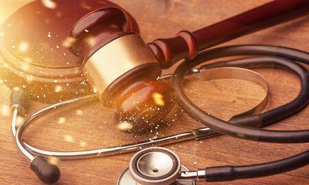 Gavel and stethoscope on wooden background 版權商用圖片