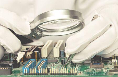 Qualitätskontrolle von elektronischen Bauteilen auf PCB