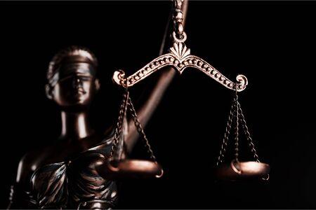 Law concept. Mallet of the judge, books, Foto de archivo - 131983413