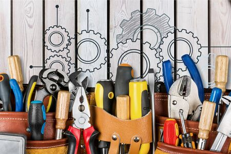 Tool belt with tools on wooden background Stockfoto