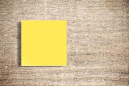 Nota adhesiva en la pared de hormigón, la consistencia es clave - Imagen