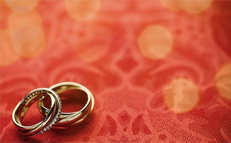 Engagement rings on background close up 版權商用圖片
