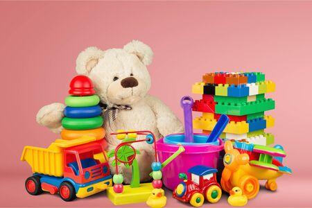 Colección de juguetes aislado sobre fondo
