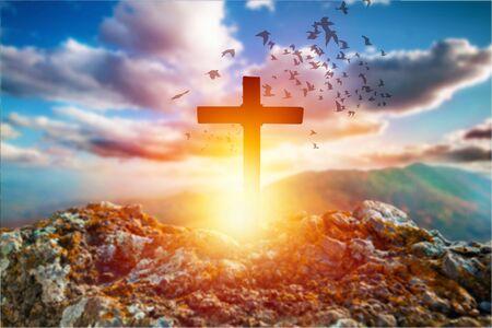 Concept du Vendredi saint : La croix sur le pré