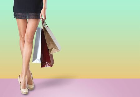 Spódnica buty damskie akcesoria torba w tle piękna