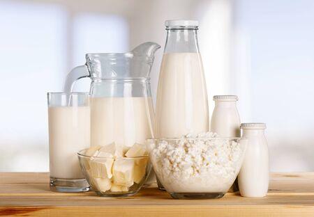 Vaso de leche y productos lácteos en