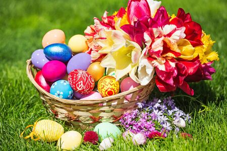 Picture of colorful easter eggs laying on the grass with a bright Cross 免版税图像