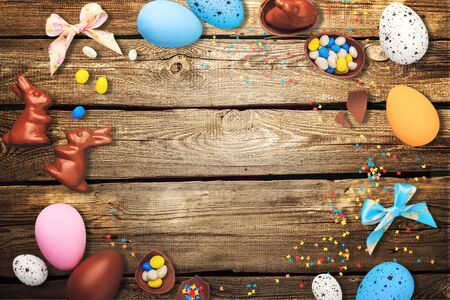 Chocolate Easter Eggs on Wooden Background 免版税图像