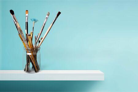Brushes in glass jar 免版税图像