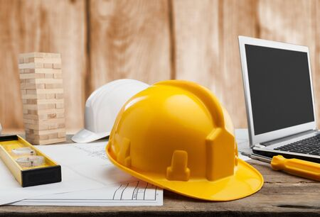 Yellow helmet on desktop 免版税图像